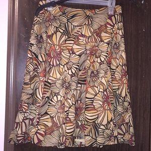 Requirements Petite pattern skirt. Size 6 Petite.
